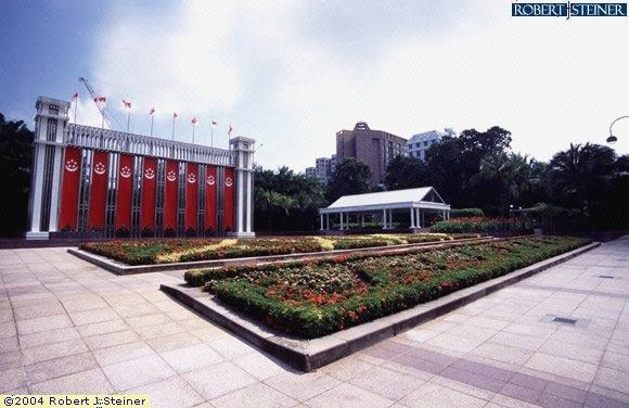 Istana Park, Left View
